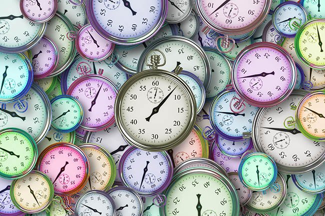 The right time to sell a business. Different colored stopwatches. Image by Gerd Altmann from Pixabay